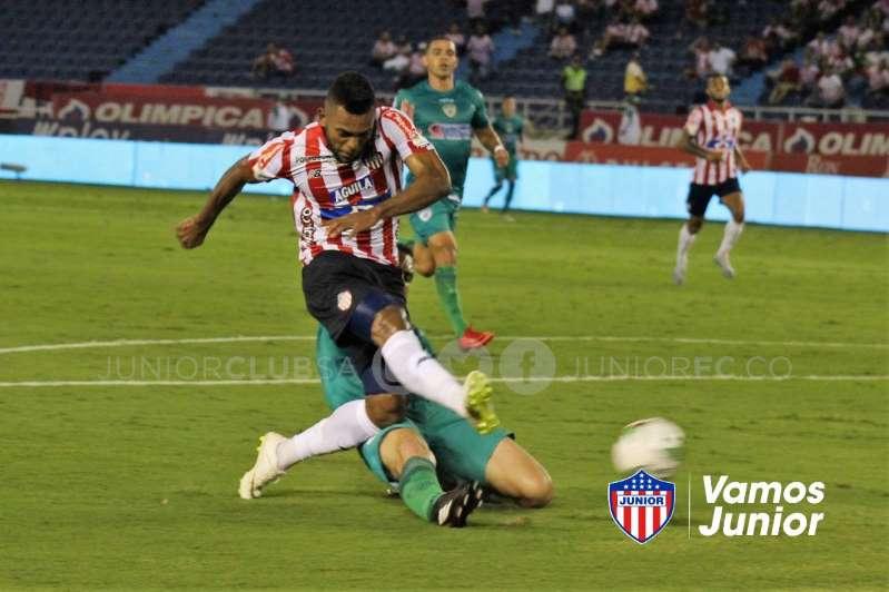 Borja marca em estreia do Junior